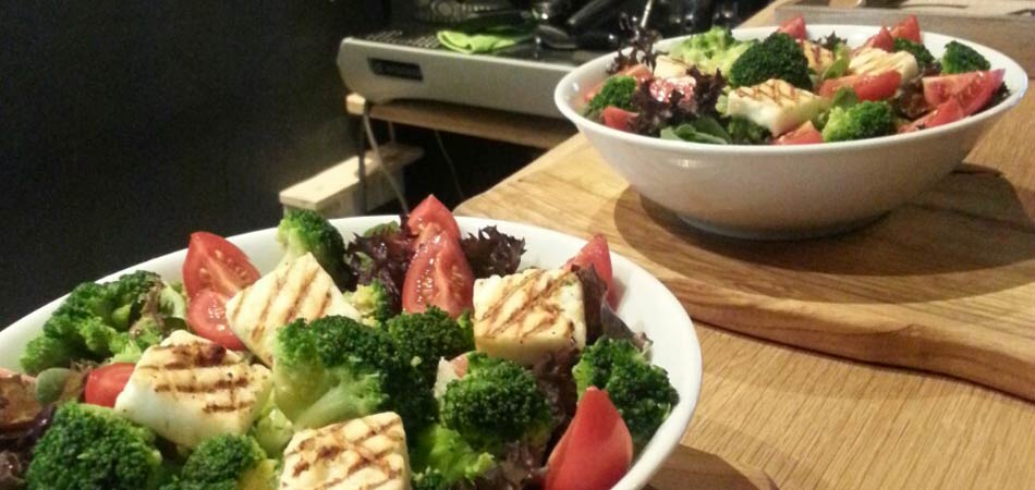 Healthy salads and snacks, made with locally-sourced ingredients and freshly-prepared to order