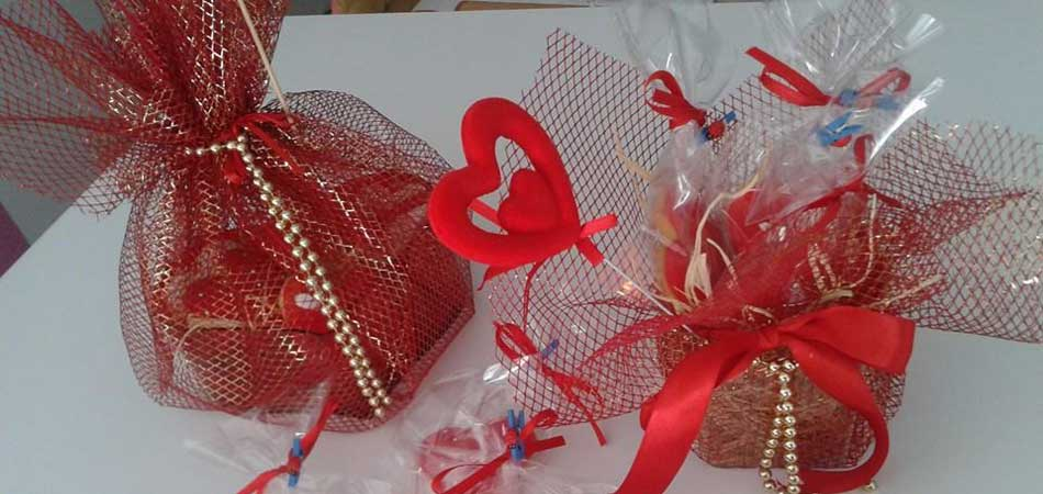 St-Valentine's day cakes and biscuits specially wrapped with hearts